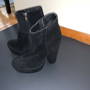 STEVE MADDEN Joanie Black Suede Platform booties